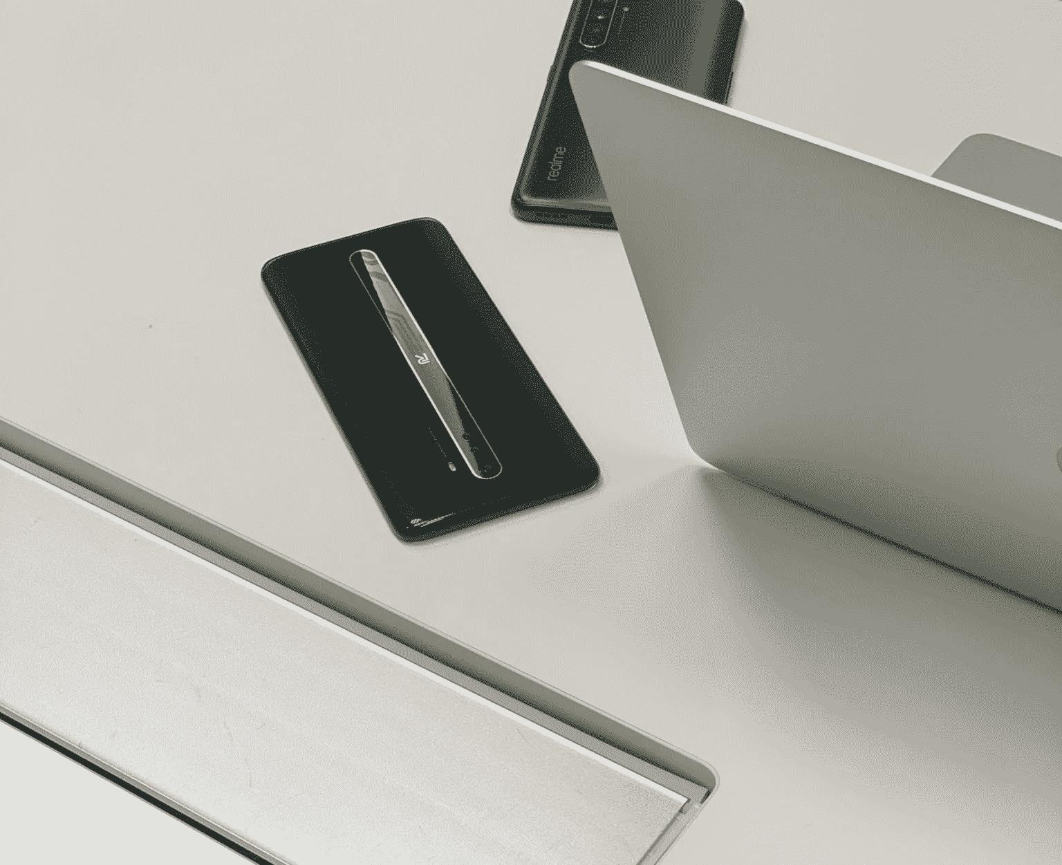 Bocoran Desain Handphone Misterius Realme