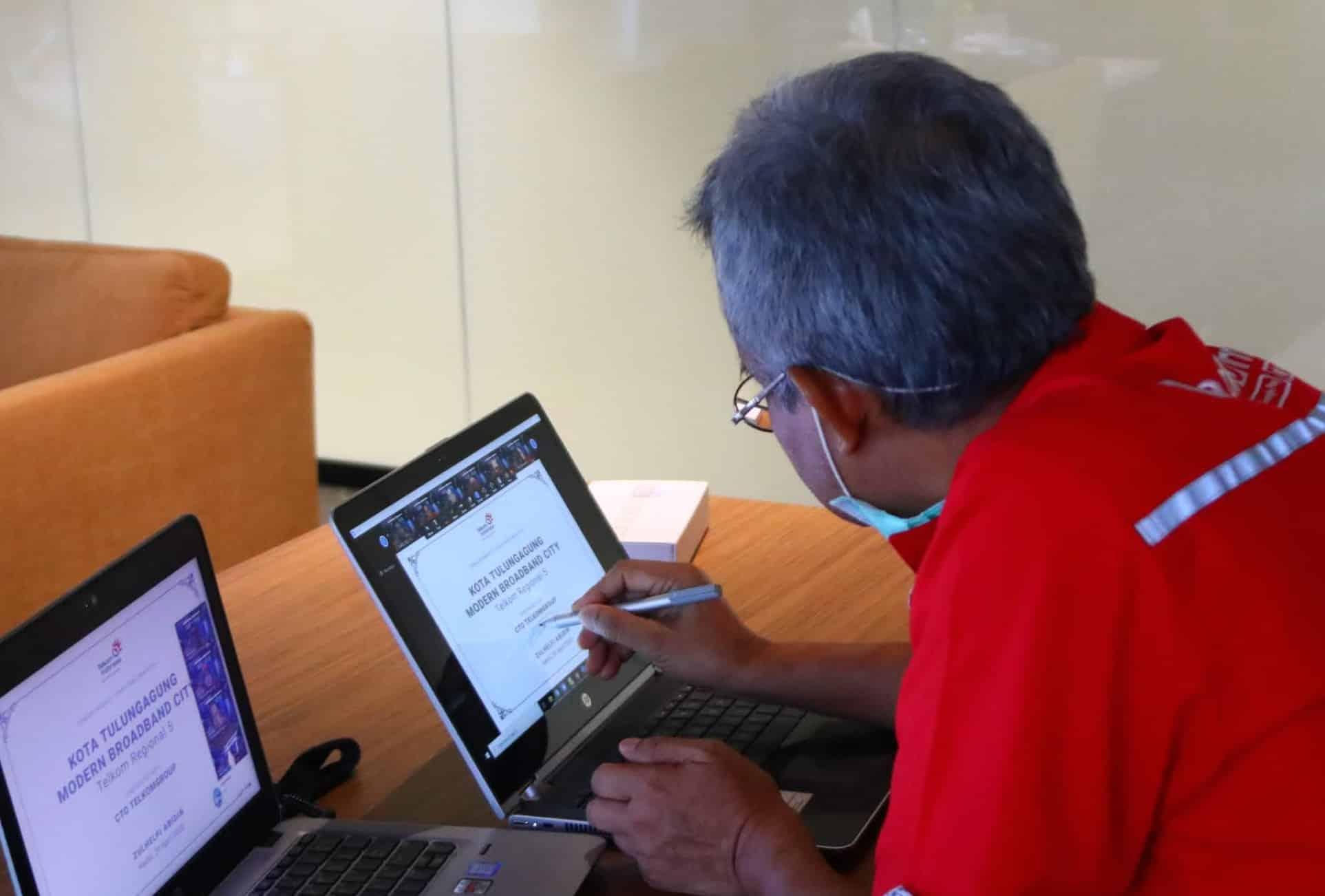 Direktur Network & IT Solution Telkom Zulhelfi Abidin