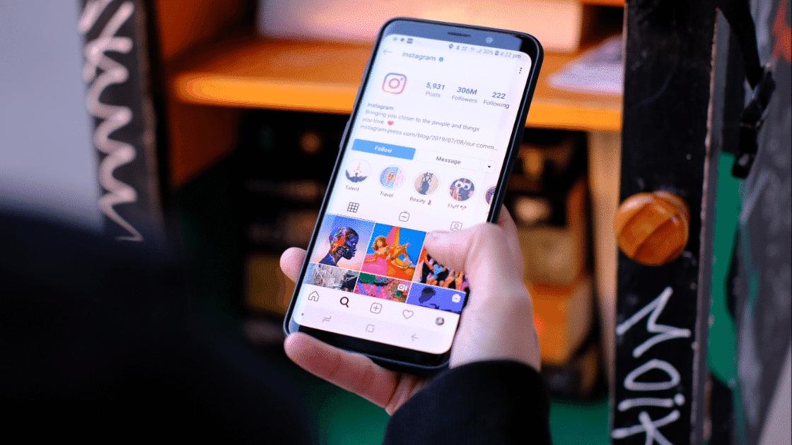 Facebook Akan Gabungkan Messenger dan Direct Message Instagram
